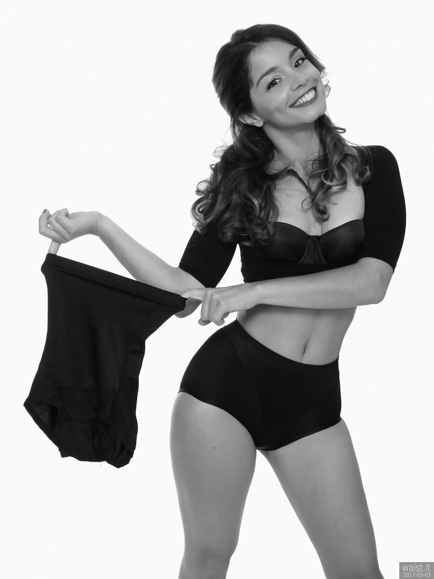 2017-09-03 Kris in black bra, posture top and control briefs worn as hotpants