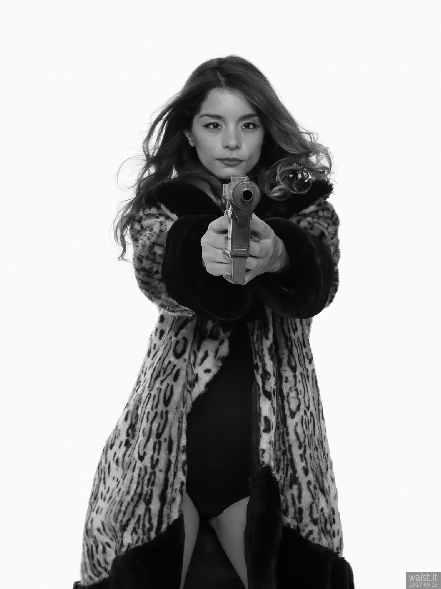 2017-09-03 Paula Soares in fur coat