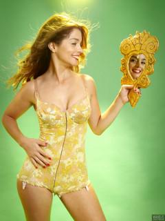 2017-09-03 Paula Soares in yellow Berlei flowerpower pantie-corselette