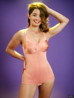 2017-09-03 Paula Soares pink pantie corselette