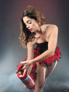 2017-09-03 Paula Soares in bra, pantie girdle and tightly-laced corset