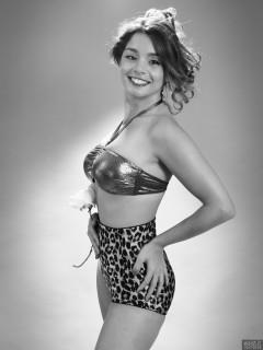 2017-09-03 Paula Soares in gold bra top and animal-pring pantie girdle worn as hotpants