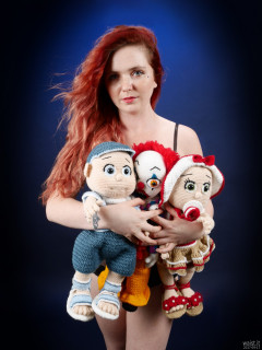 2017-09-17-lj-with her crochet dolls