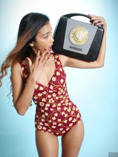 2017-09-18 Faranas vintage style tummy-control swimsuit