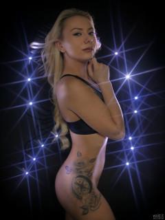 2017-09-30 Jade Lauren tattoo lit by LED Kensington Flylight