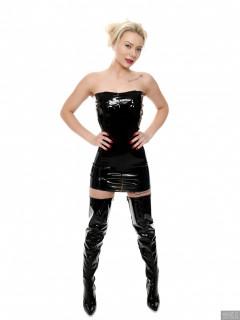 2017-09-30 Jade Lauren in tight shiny latex dress
