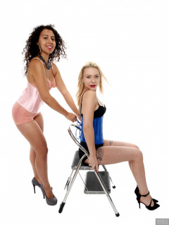 2017-09-30 Jade Lauren and Stephy Samer playing with lace-up vintage corsets