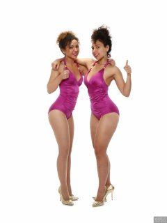 2017-10-22 Isabelle and Stephy fitness session in purple one-piece swimsuits