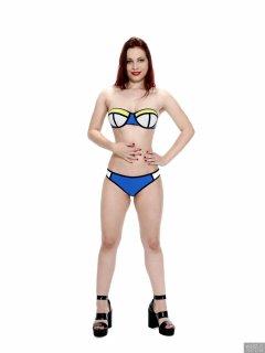 2017-11-05 Maddie Skye in neoprene bikini