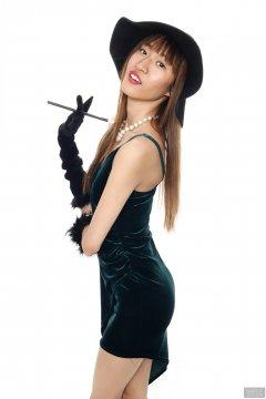 2018-02-24 Salina Pun in green velvet dress and black fedora