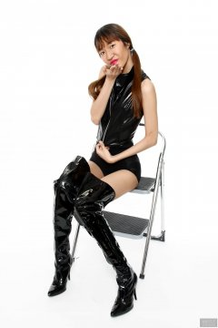 2018-02-24 Salina Pun in black bra top and black high-waist Chinese control briefs worn as hot-pants, plus black patent leather thigh boots