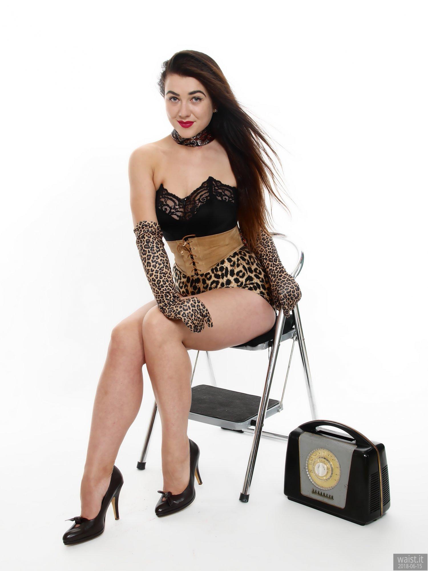 2018-06-15 Tatjana Bastet in black strapless longline bra top and leopard-print Beauform pantie girdle worn as hotpants, c/w tight leather corset-belt
