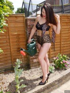2018-06-15 Tatjana Bastet - watering the plants
