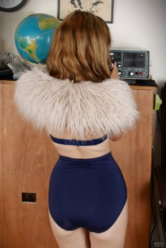 2018-07-25 Twinklenose, in furry cream top, worn over matching blue bra and blue girdle, worn as hotpants