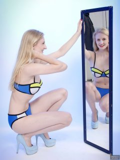 2018-09-01 Christina Elsom - in blue multicoloured neoprene bikini with 120cm mirrors