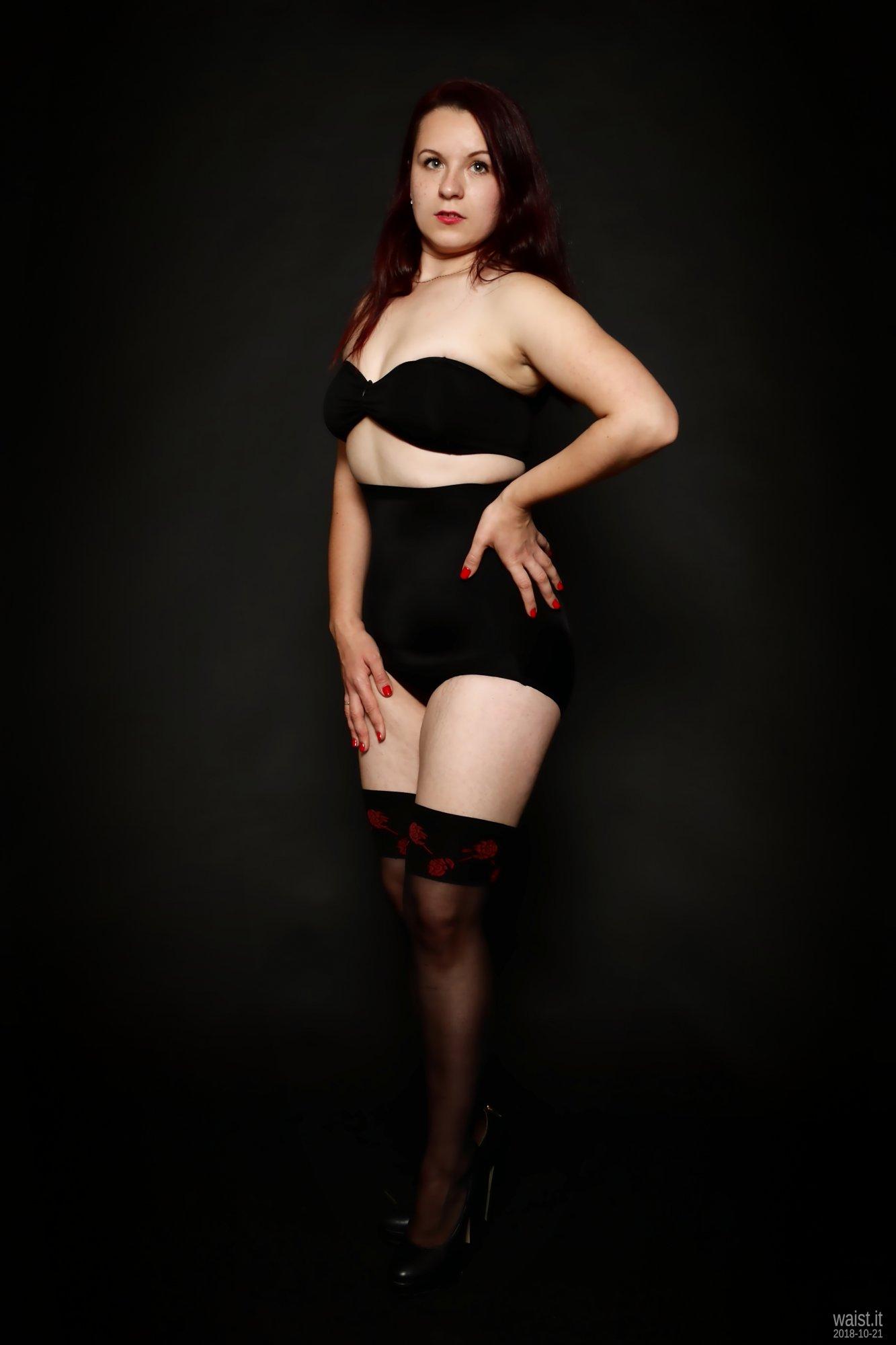 2018-10-21 Darya (DaryaM) in black boob-tube and high-waisted, black, Chinese control briefs worn as hotpants