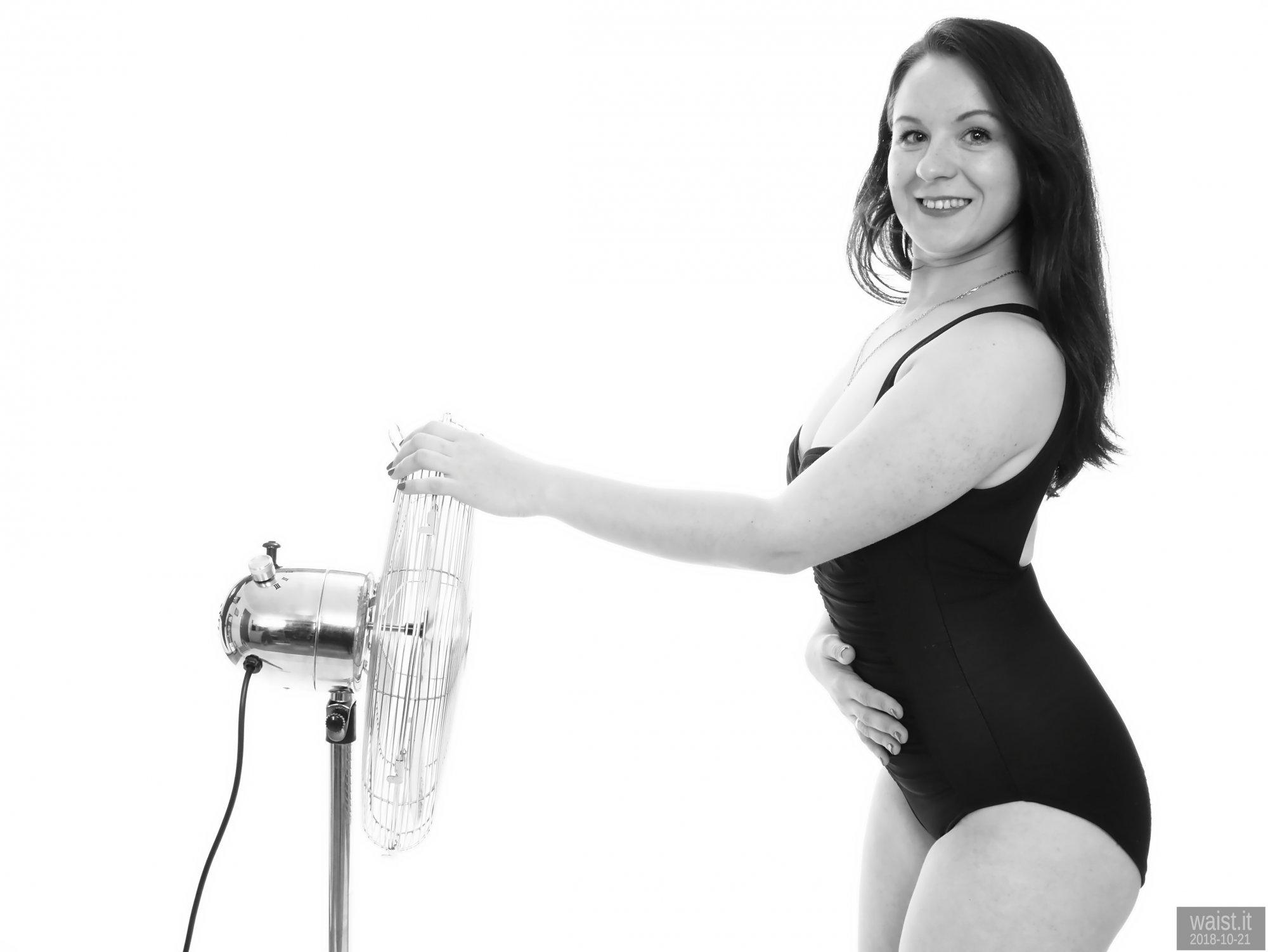 2018-10-21 Darya (DaryaM) in vintage black Crol Wior tummy-control one-piece swimsuit