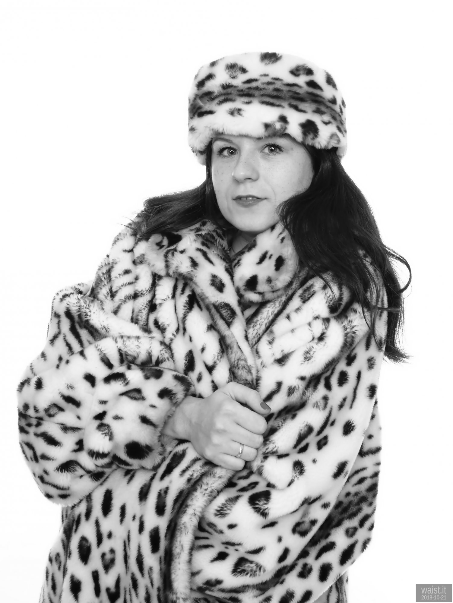 2018-10-21 Darya (DaryaM) in vintage fur coat (synthetic) and matchig hat