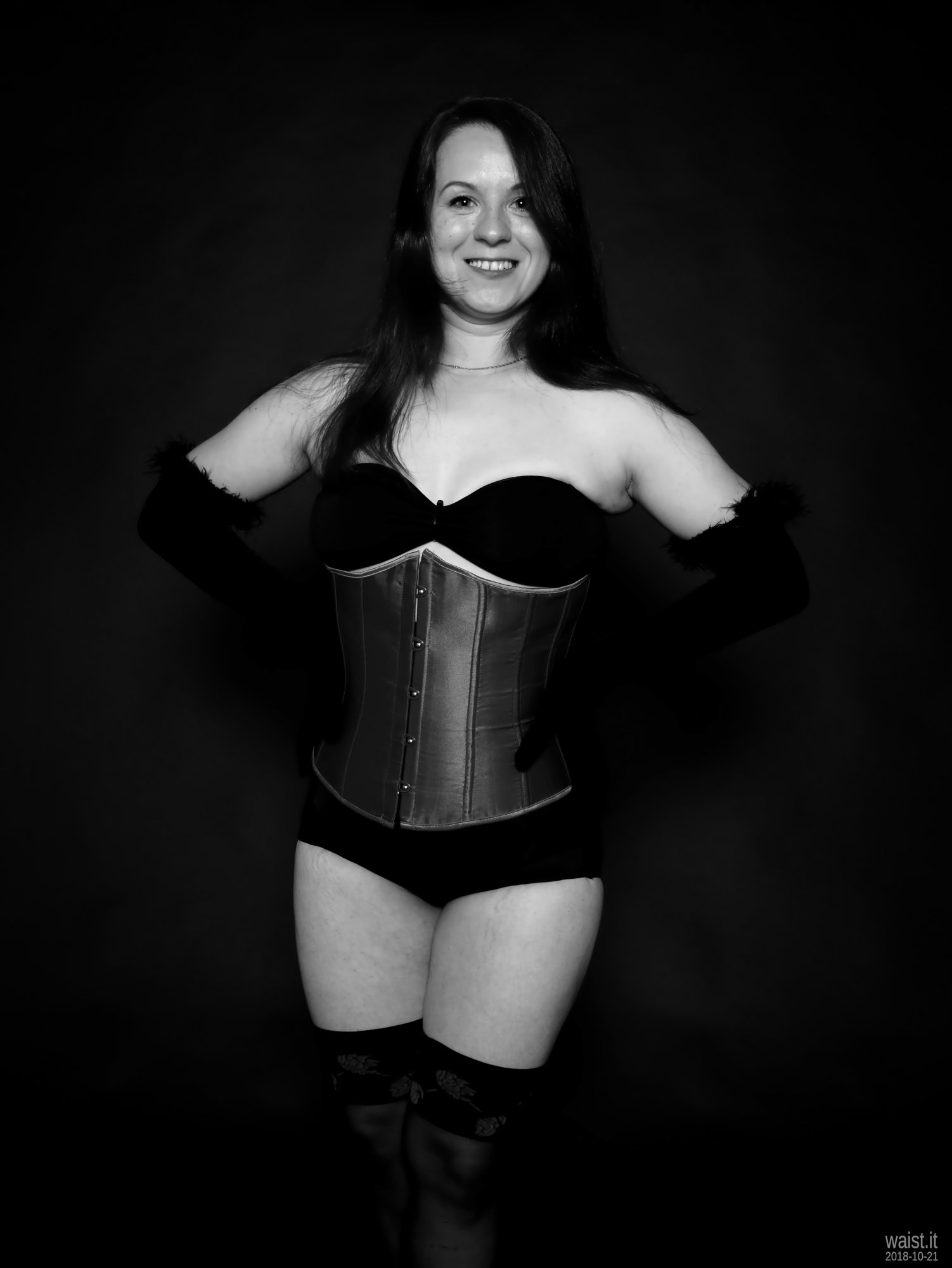 2018-10-21 Darya (DaryaM) in purple underbust corset worn over black boob-tube and high-waisted, black, Chinese control briefs worn as hotpants