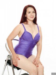 2018-10-21 Darya (DaryaM) in purple vintage style tummy-control swimsuit