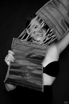2018-10-21 Darya (DaryaM) peering through corset