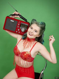 2018-11-04 Sophie Pixie litening to red Eton field radio,  in red belly-dance top and red pocket-girdle worn as hotpants