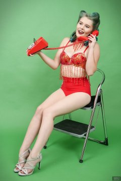2018-11-04 Sophie Pixie using Trimphone,  in red belly-dance top and red pocket-girdle worn as hotpants