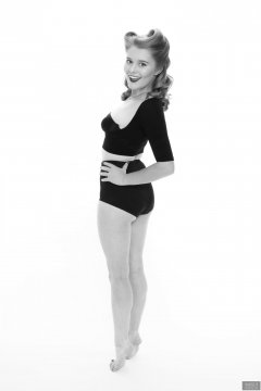 2018-11-04 Sophie Pixie in black bolero posture top, black strapless bra and black control briefs worn as hotpants