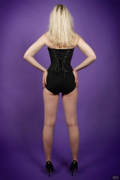 2019-01-12 Domii in tightly-laced black underbust corset, worn over black boob tube and black pantie girdle, worn as hotpants