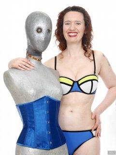 2019-03-30 Chiara shows off her fabulous figure in blue neoprene bikini