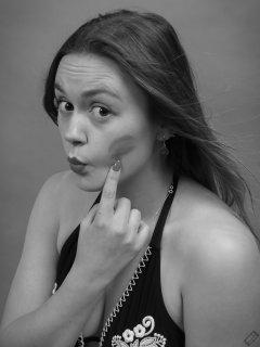 2019-05-04 CloEliza shows Fabiene's lipstick on her cheek