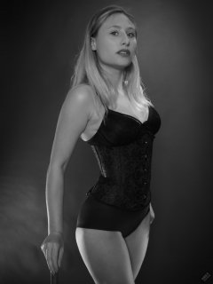2019-05-04 Fabiene in black tightly-laced black underbust corset, over black bra and tight black lycra control-briefs, worn as hotpants