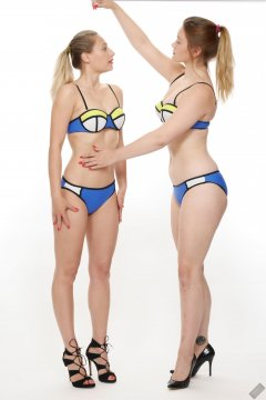 2019-05-04 Fabiene and CloEliza in bluemulti-coloured neoprene bikinis