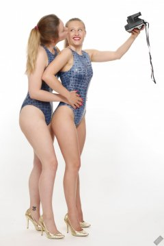2019-05-04 Fabiene and CloEliza pinup fitness shoot