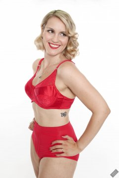 2019-09-07 VZ-Retro - in red bra and girdle