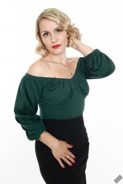 2019-09-07 VZ-Retro - in her own green top and tight black pencil skirt
