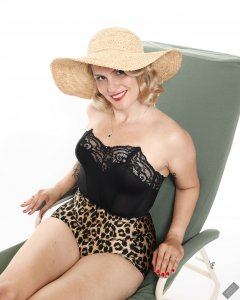 2019-09-07 VZ-Retro - on the Relaxator 365 chair, in black strapless bra top and animal print pantie girdle worn as hotpants