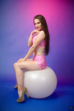 2019-09-21 Kristine Gold - in matching tight pink-and-white lycra sports bra top and shorts set
