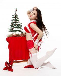 """Tannenbaum Time"" - Kristine decoraties her Christmas Tree"