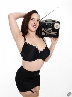 2020-01-04 Alex Allure in her own black bra and girdle, listening to vintage Roamer Ten radio
