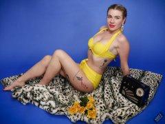 2020-01-18 Danni Moss in her own yellow vintage-style bikini