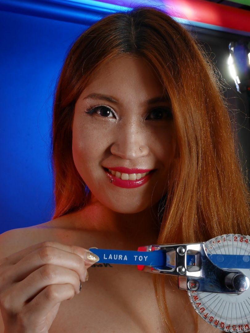 2015-08-03 Laura Toy pinup shoot, with vintage Dymo marker prop