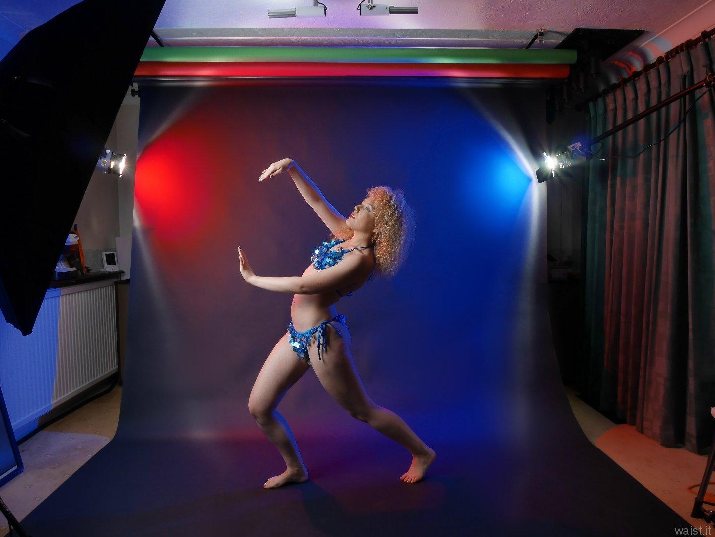 2015-08-14 Jazz in dance costume, studio long-shot