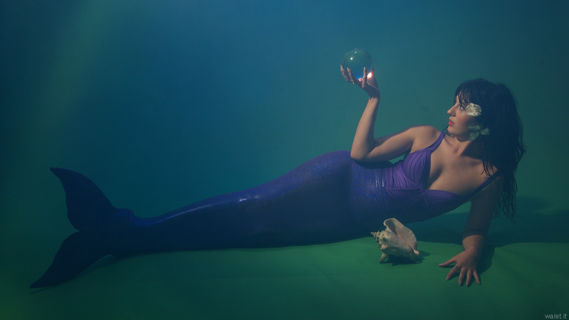 2015-09-18 Becki Lavender mermaid costume, demonstrating how the lighting can be made to look like the model is underwater