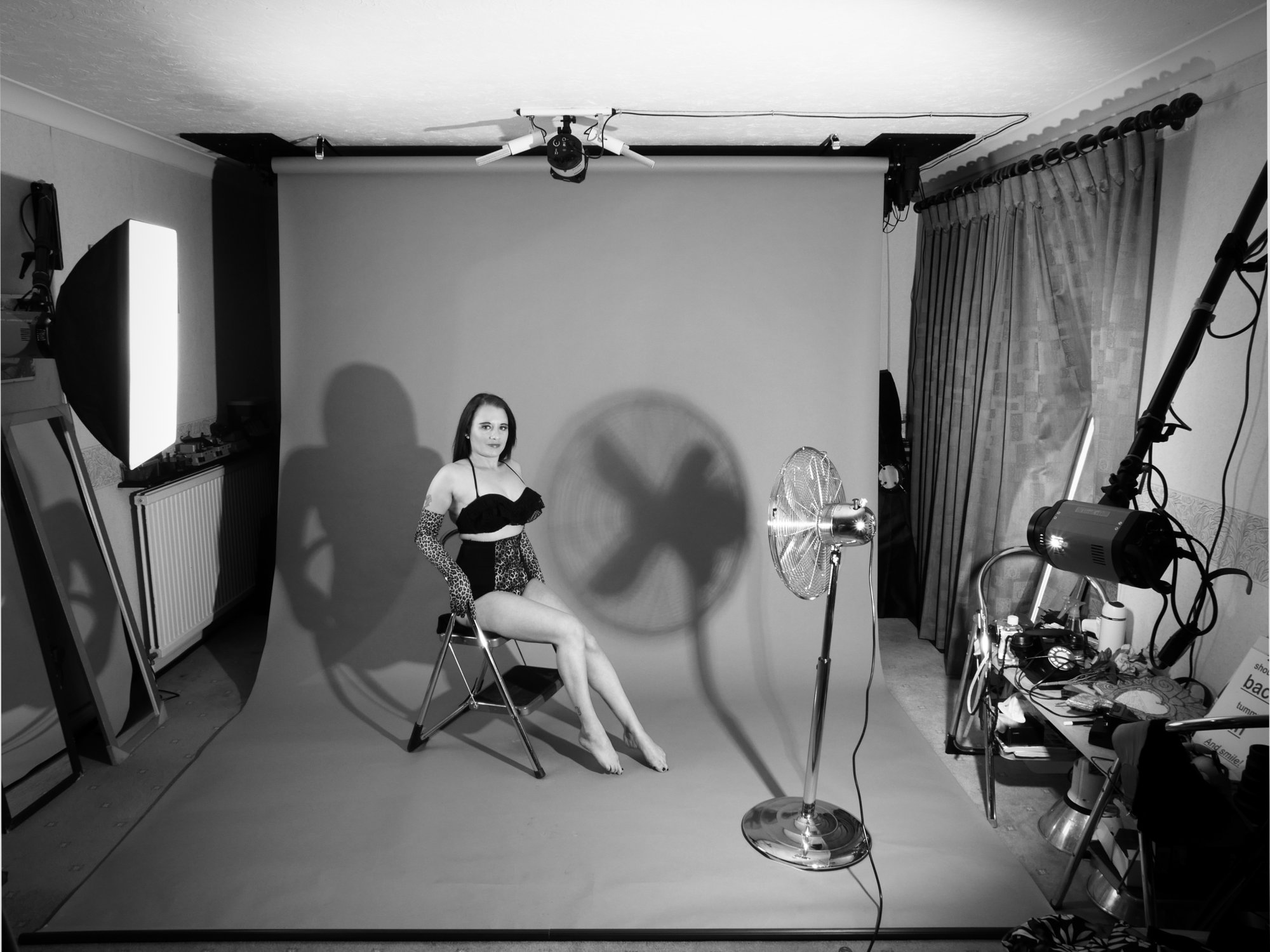 2016-05-07 Studio long-shot featuring model Emski her own shapewear, studio long shot