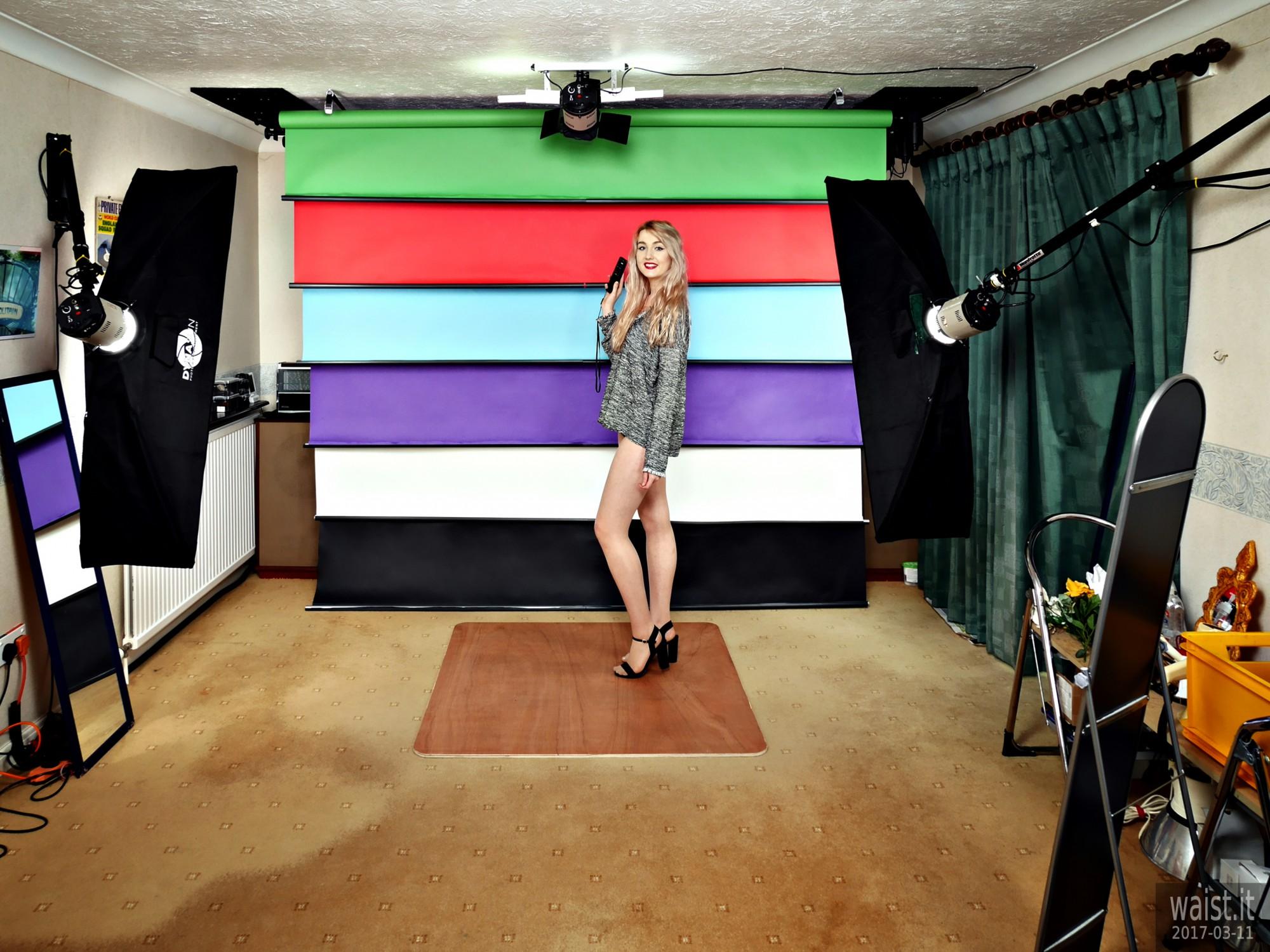 2017-03-11 LilyAmber demonstrates the studio's 6-roll, radio-controlled, motorised backdrop system, studio long shot