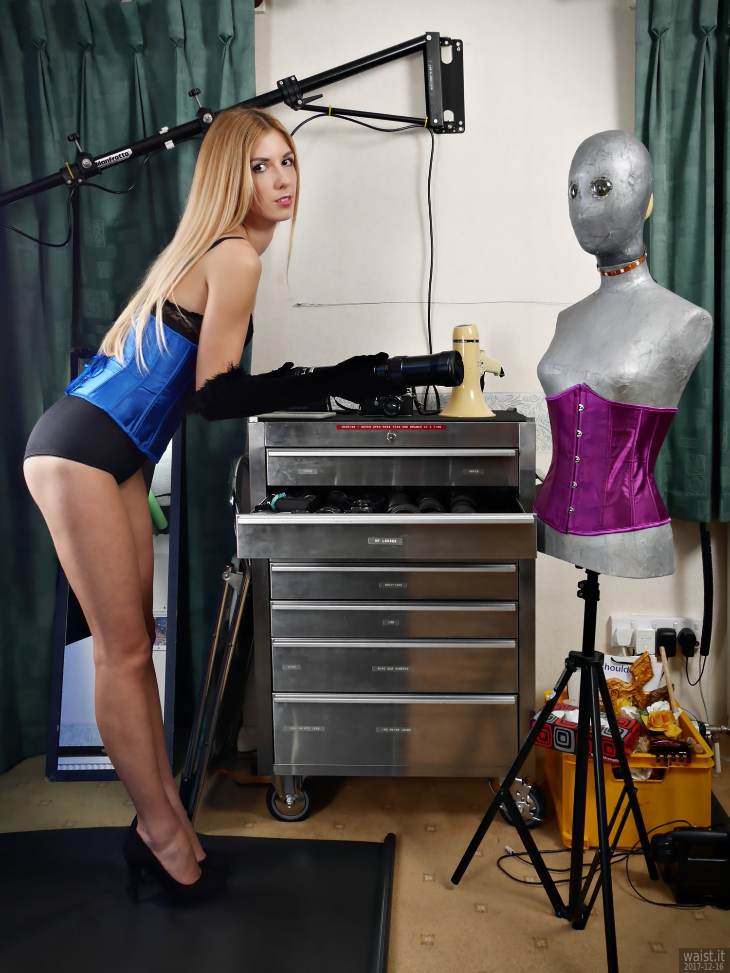 2017-12-16 Christina Demy demonstrates the stainless steel equipment chest