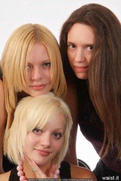 Three Lasses, Chiara, Becky & Carlie