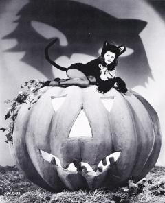 Halloween pinup
