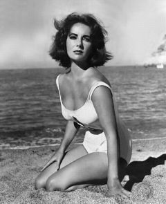 Elizabeth Taylor in bikini